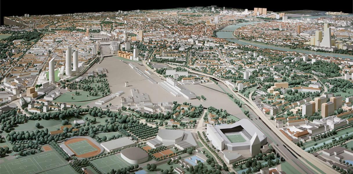 Das siegreiche Konzept von Herzog & de Meuron im Stadtmodell von Basel (links). (Foto: foto-werk, Basel – Michael Fritschi)