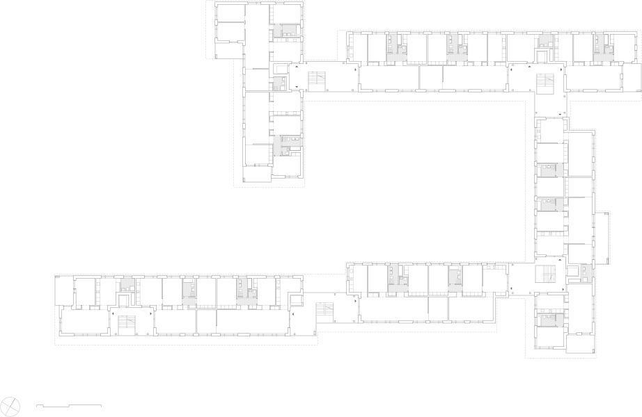 Der Regelgrundriss zeigt die Besonderheit: Die grosszügige Plattform der Zugänge bildet für einige Wohnungen gleich auch den privaten Aussenraum. Eine Schicht von Einbauschränken teilt den Grundriss in einen Tag- und Nac