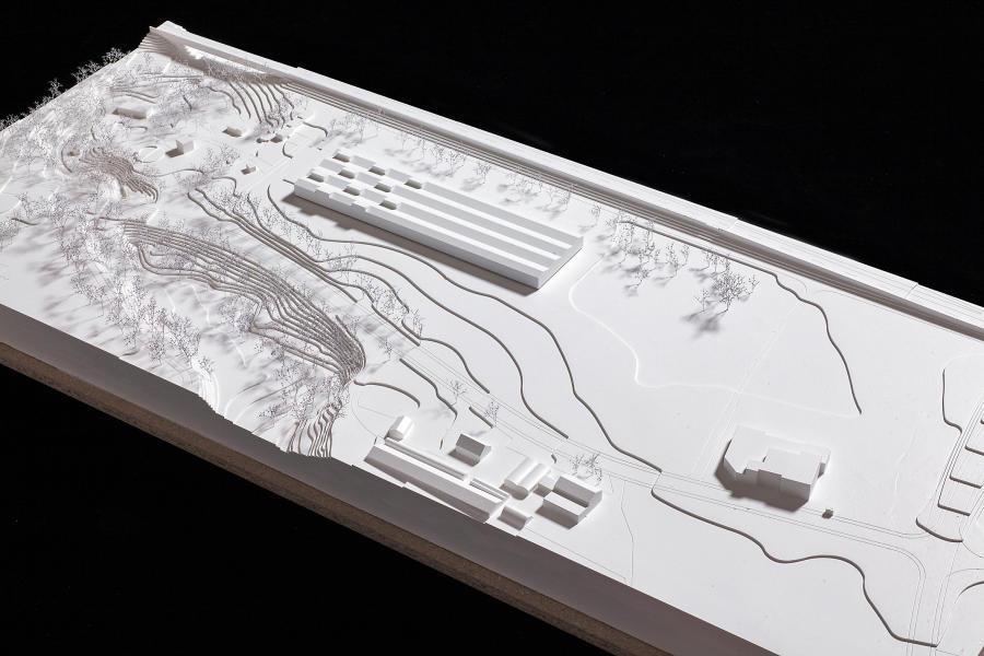 Das Siegerprojekt «Dr. Jones»: im Hintergrund die Autobahn. (Modellfoto: Susanne Schenker, RAR)