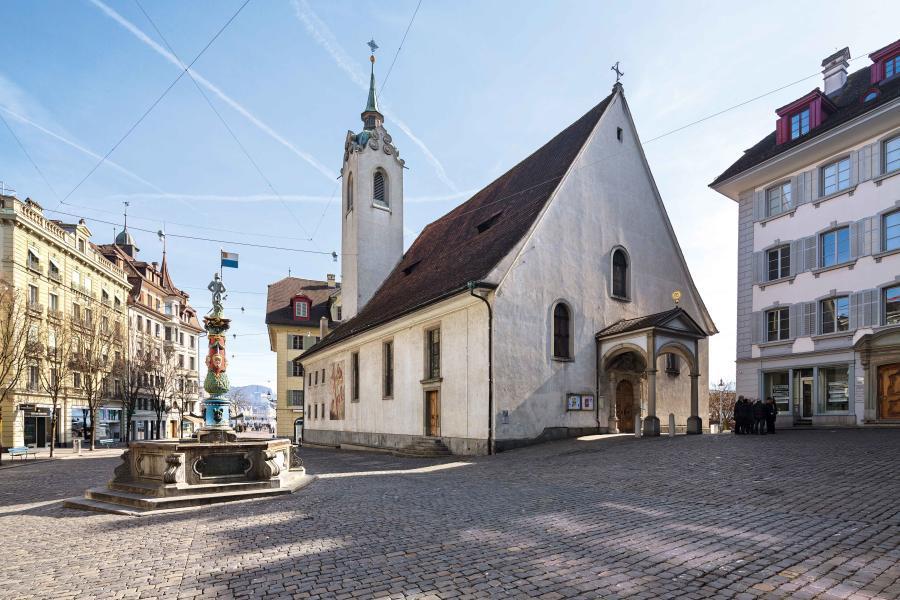 Die Peterskapelle zwischen Kapellbrücke und Kapellplatz ist die älteste Kirche auf Luzerner Stadtgebiet. (Foto: Stefano Schröter)